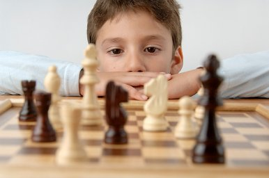 boy_playing_chess5 256